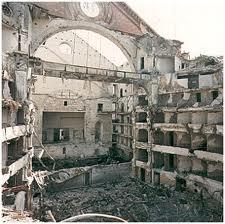 Il teatro Petruzzelli distrutto dal fuoco