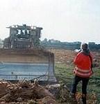 Rachel Corrie qualche istante prima di essere travolta dal bulldozer