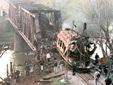 Guerre umanitarie. Un treno bombardato nella valle dell\'Ibar, Serbia meridionale