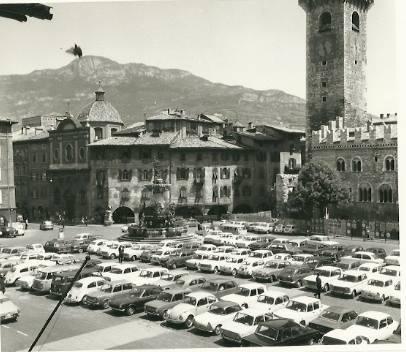 Trento. Piazza Duomo, inizio anni '60