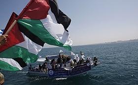in attesa, nel porto di Gaza