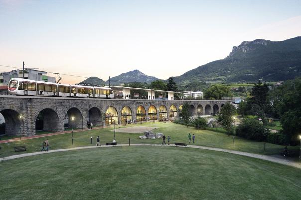 Trento. Le arcate della linea ferroviaria della Valsugana