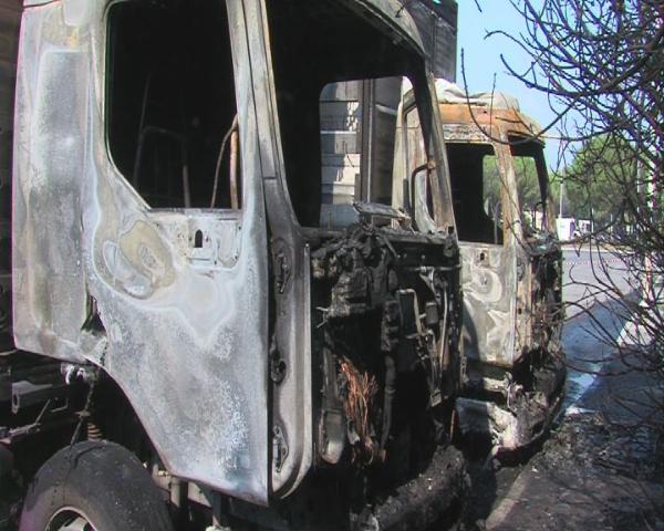 Camion bruciati dalla mafia