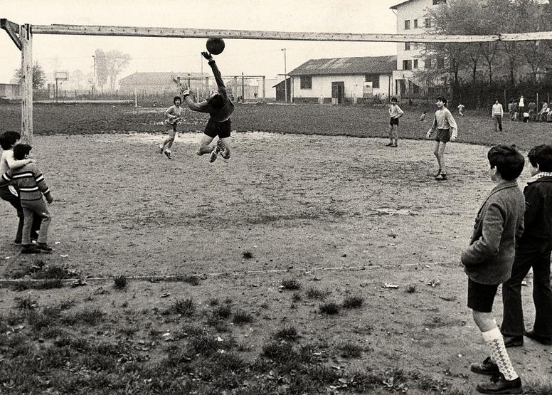 Campo di periferia negli anni cinquanta