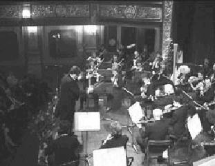Sarajevo, 6 aprile 2002. A dieci anni dall'inizio della guerra, il concerto dell'Orchestra Haidn e dell'Orchestra Filarmonica di Sarajevo