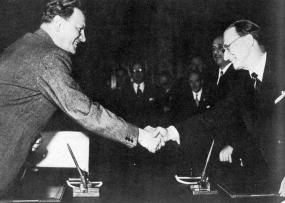 La firma dell\'accordo Degasperi Gruber