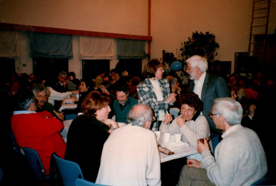 1998. Festa del ventennale DP-Solidarietà a Mezzocorona. In primo piano di profilo Franco Calamida.