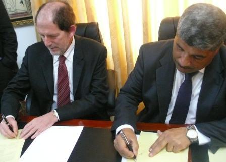 La firma dell\'accordo