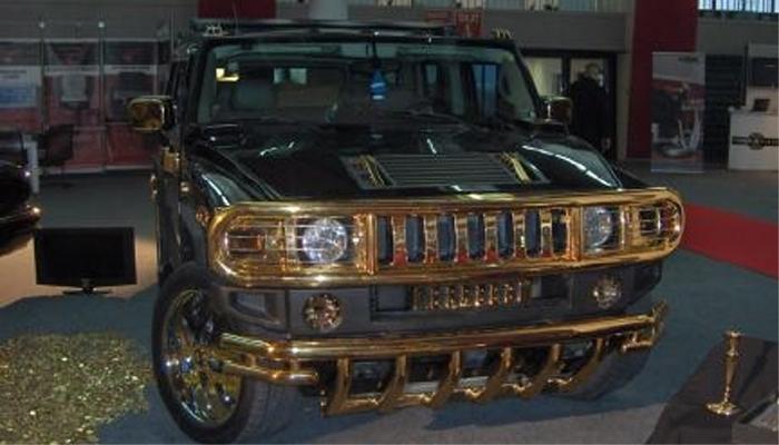 La Hummer con gli accessori dorati