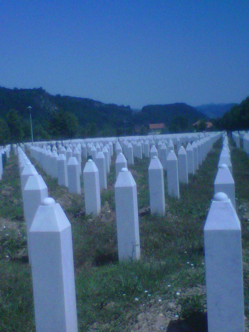 Srebrenica, il cimitero di Potocari
