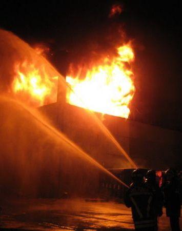 Un\'immagine dell\'incendio nella notte del 21 luglio scorso