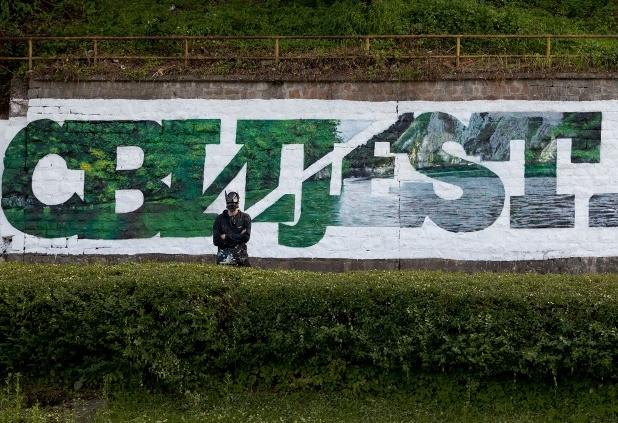 Un murales realizzato dal writer Manu Invisibile a Srebrenica -