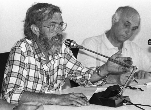Padre Fabrizio nel 1993, con Giovanni Bianchi, al ritorno da Mir Sada