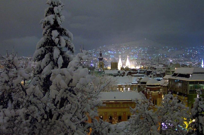 Una splendida immagine invernale di Sarajevo