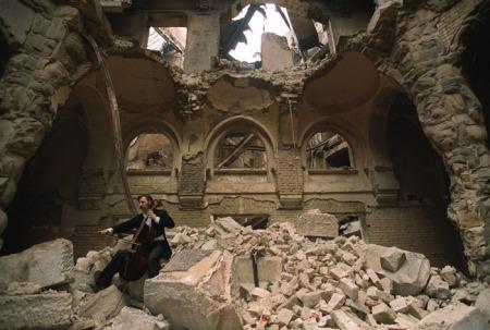 La Biblioteca nazionale di Sarajevo dopo la distruzione 1992